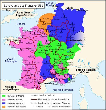 Chilpéric Ier : le royaume des Francs après sa division en sous-royaumes- Chilpéric a été l'un des derniers rois mérovingiens à régner en monarque absolu sur ses sujets, avant que le pouvoir ne s'effrite, capté par une noblesse ambitieuse. La société en Gaule franque au °s se compose d'hommes et de femmes libres (ingenu) formant la plus grande partie du peuple franc. Ils ont l'obligation de servir dans l'armée du roi, avec le droit de prendre part à la justice publique