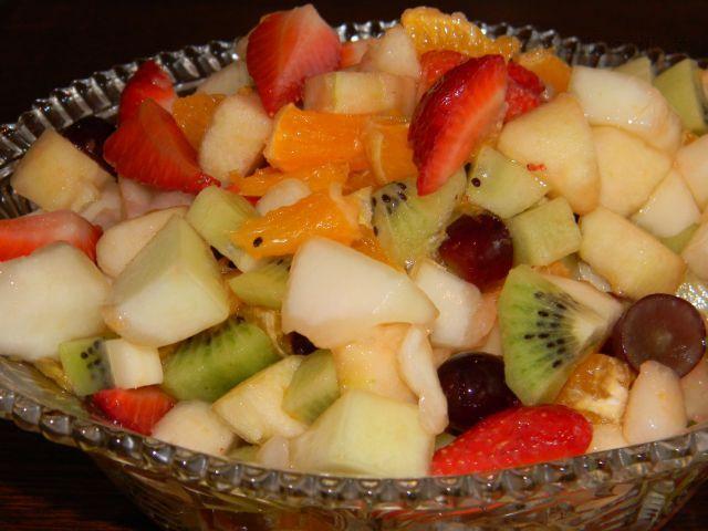Ovocný salát z čerstvých plodů