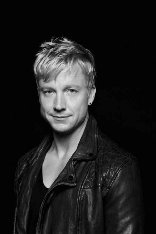 Samu Haber from Sunrise Avenue. Such an awesome voice! :)