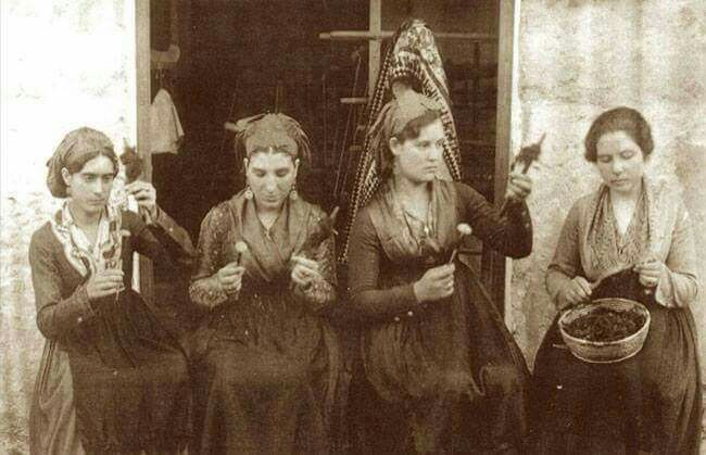 Filatrici di Bisso ( da pinna nobilis acquatica) S.Antioco primi anni 1900