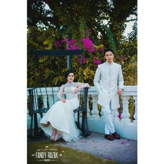 I'm loving their prewedding photoshoot outfits and locations.