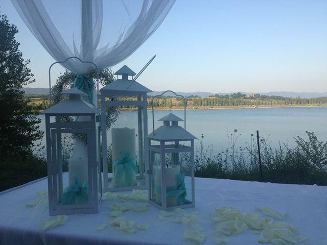 Ceremony by the lake, Florence - white & Tiffany #weddingintuscany #destinationweddingitaly #lake #florence