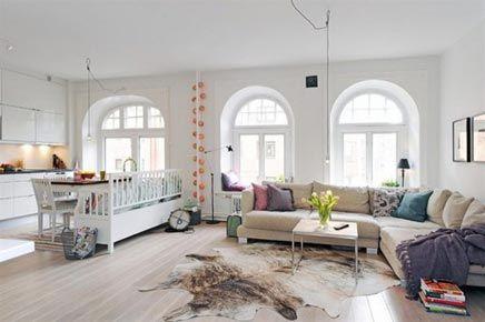 Lichte woonkamer door boogramen | Inrichting-huis.com