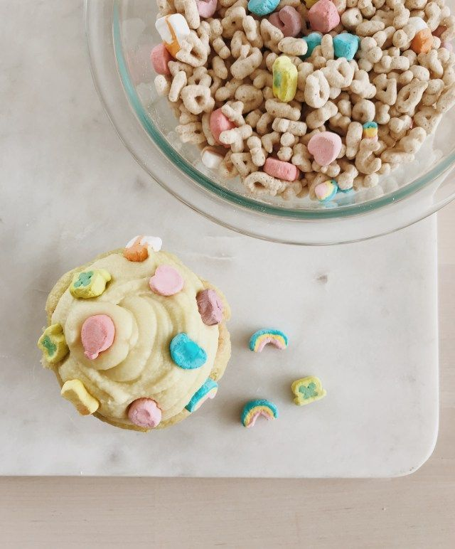 lucky charms cupcakes // st patty's day treats! // smallblondeblog.com