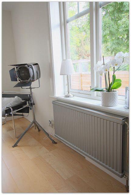 KOMMA HEM...: Brrr... Dags För Målning Av Radiatorer...