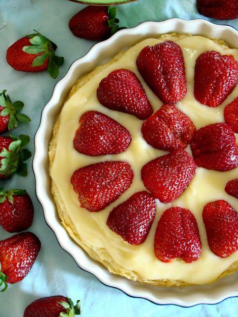 Τάρτα Φράουλας με Σφολιάτα, Βελούδινη Κρέμα Βανίλιας και Ζελέ Φράουλας