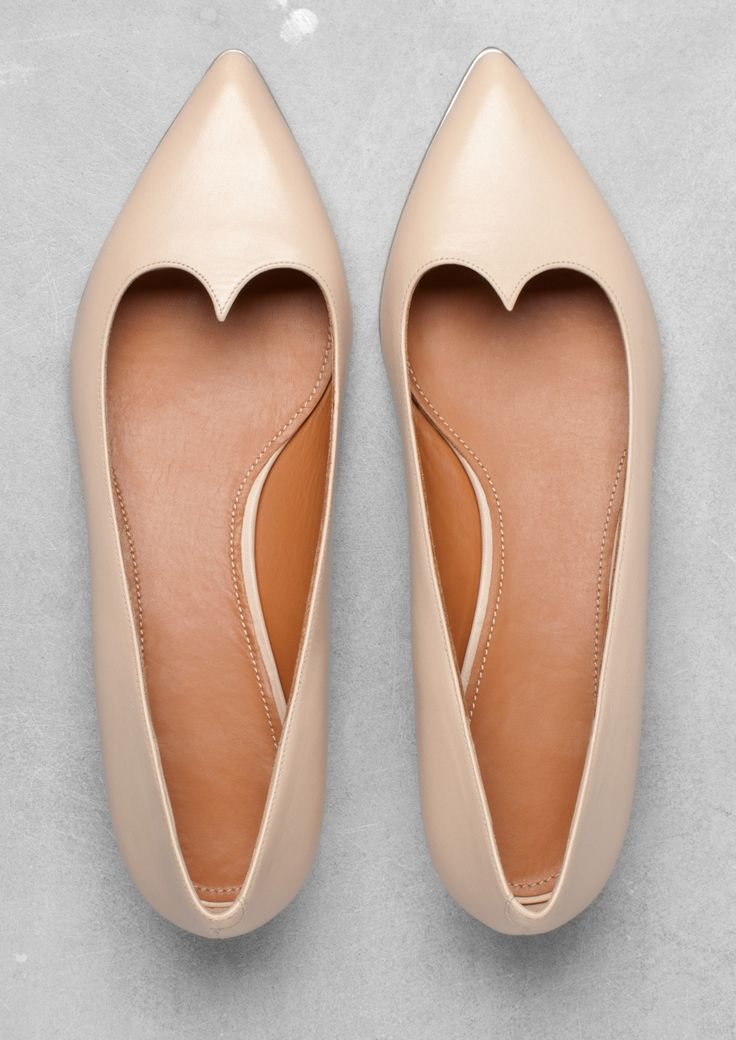 LEATHER BALLERINAS. #shoes #fashion