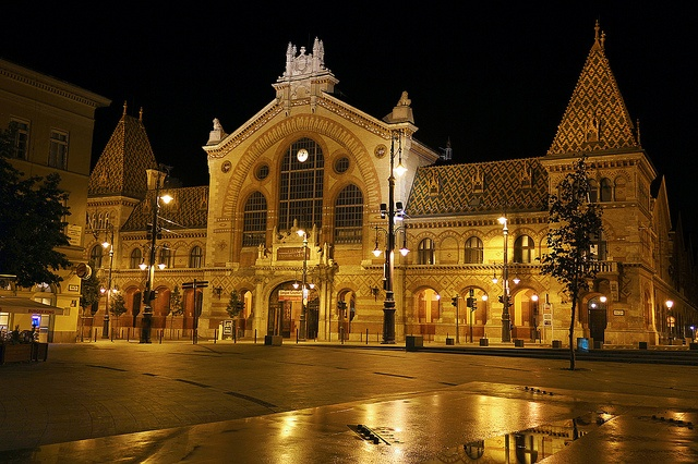 """Budapest - Great Market Hall at night - The Great Market Hall or Central Market Hall (Hungarian """"Nagycsarnok""""), on Fővám Tér in the 9th district, is the largest indoor market in Budapest. It was designed and built by Samu Pecz around 1896."""