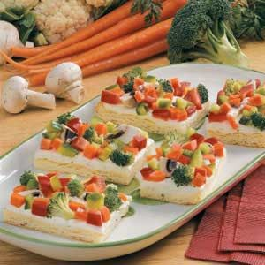 veggie pizza- UPDATE: We love this dish to take to a BBQ and even as a meal it is super easy and delish!