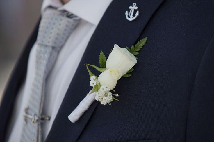 mini rosas blancas boutonniere by love memories weddings, flores,novio, novia, boda