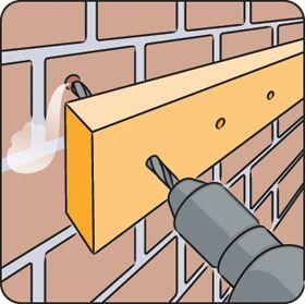Percer des trous à une même hauteur peut être difficile. Lisez notre conseil de bricolage pour une solution rapide et simple.