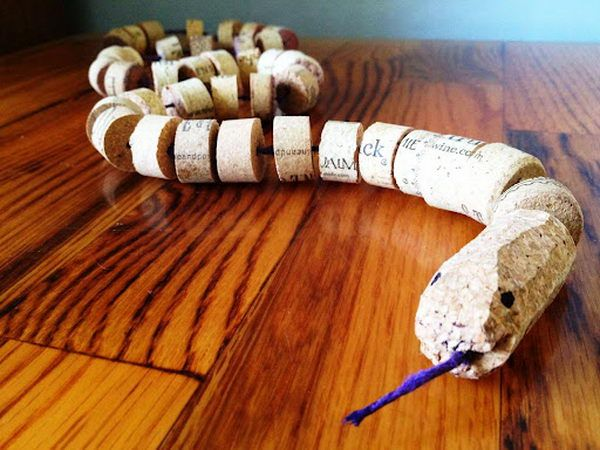 Wine Cork Snake - Homemade Wine Cork Crafts, http://hative.com/homemade-wine-cork-crafts/,