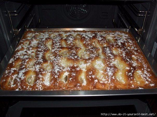 """Любите пироги, как пирожное, тогда этот рецепт для вас! А я все еще пеку пироги с яблоками! Обожаю! ДЛЯ ТЕСТА 125 г сливочного масла или маргарина """"пышка"""" 3 яйца 200 г муки 1 щепотка соли 1…"""