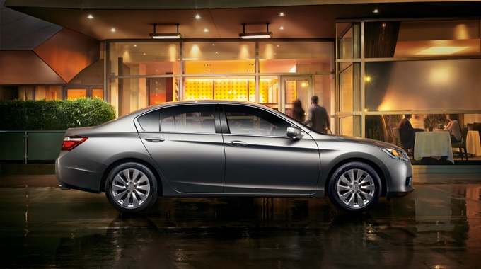 The refined design of the 2013 Honda Accord Sedan gives it a look that is both sporty and comfortable.