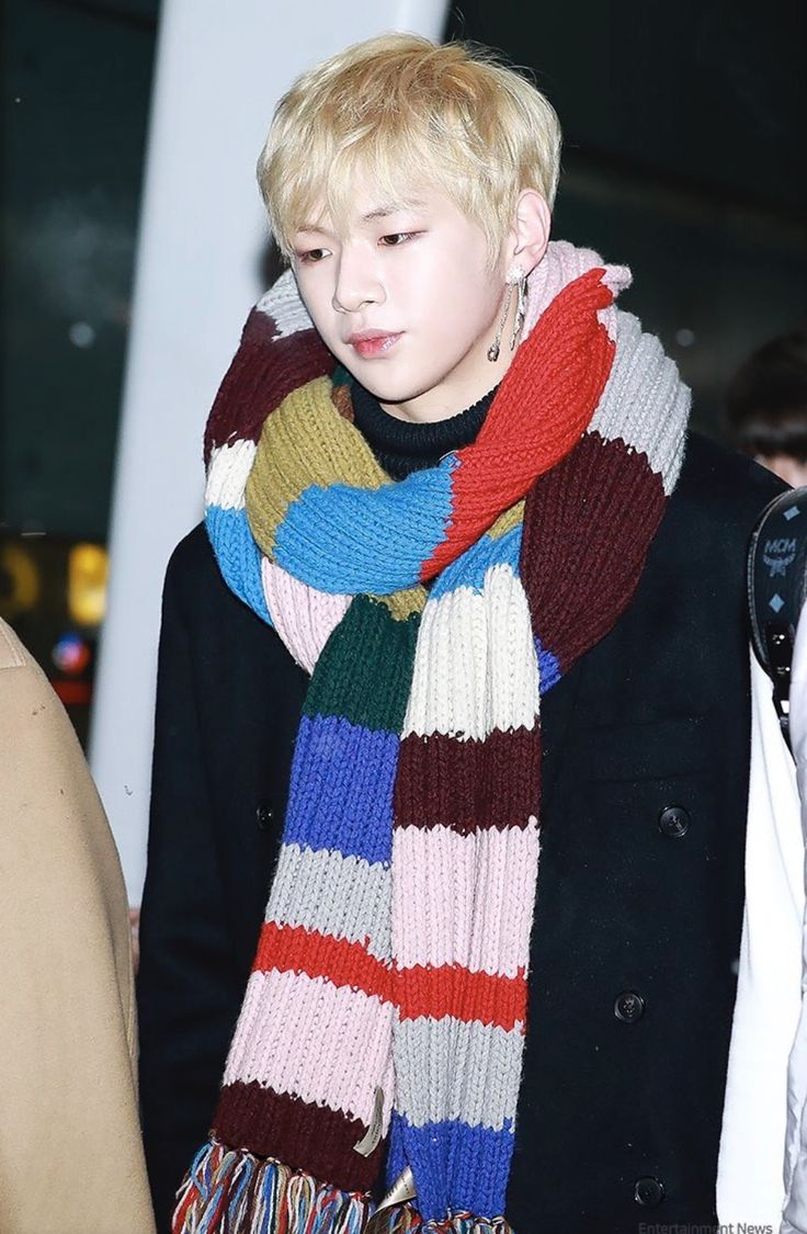 That scarf is big enough to become a carpet. But i dont judge. Wear whatever you want.