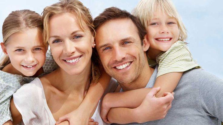 Зачем делать Ультразвуковую чистку зубов? Ультразвуковая чистка - важная процедура по сохранению зубов и десен здоровыми. УЗ-чистка бывает лечебная и профилактическая. При профилактической УЗ-чистке производится снятие поверхностных зубных отложений. Эта процедура сохраняет ваши зубы от пришеечного кариеса, кровоточивости десен, оголения шеек зубов и возникновения повышенной чувствительности в этой области. Рекомендуется делать УЗ-чистку не реже одного раза в год.