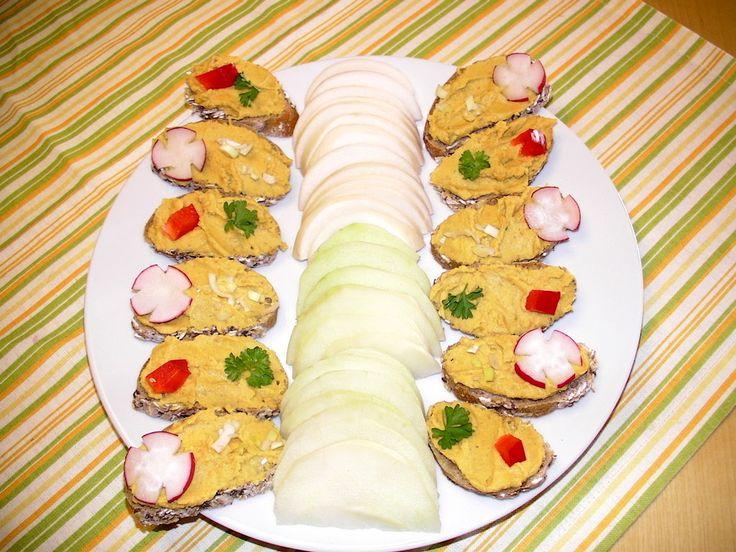 Cizrnová pomazánka s česnekem a kurkumou
