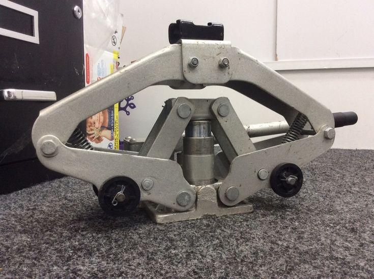 "Larin Hydraulic Scissor Jack   Details: capacity 4000lbs lift range 6""-14 1/2"" Stainless steel"