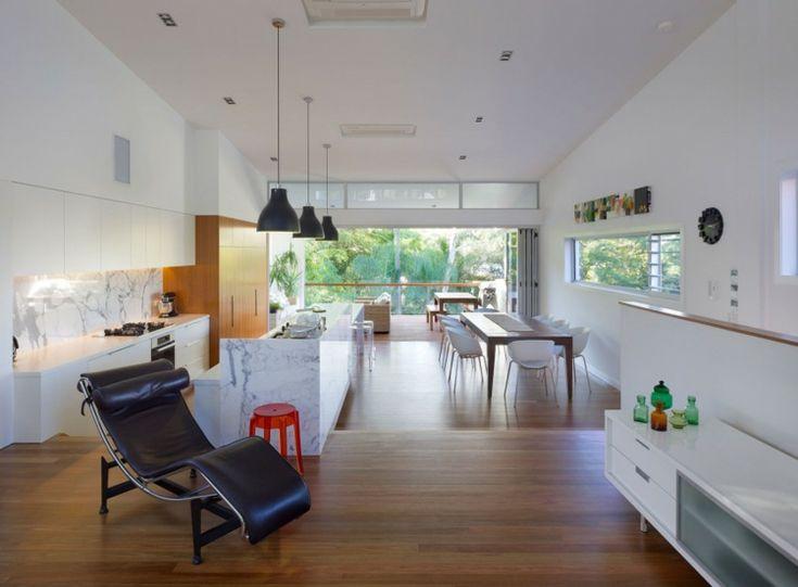 Schmale Räume muss man kreativ gestalten - Küche mit Essplatz