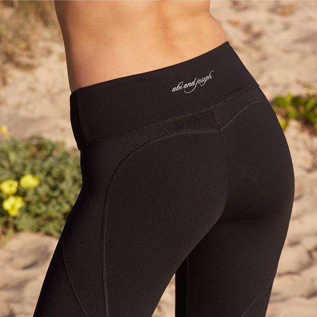 Accentuate your curves in our beautiful Amour 3/4 tight with heart shaped panelling and a power-mesh lined waistband