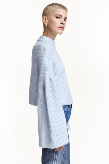 Jumper with trumpet sleeves: Cropped jumper in a soft knit containing some wool and mohair with long trumpet sleeves.