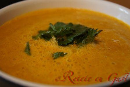 Supa de morcovi cu urzici