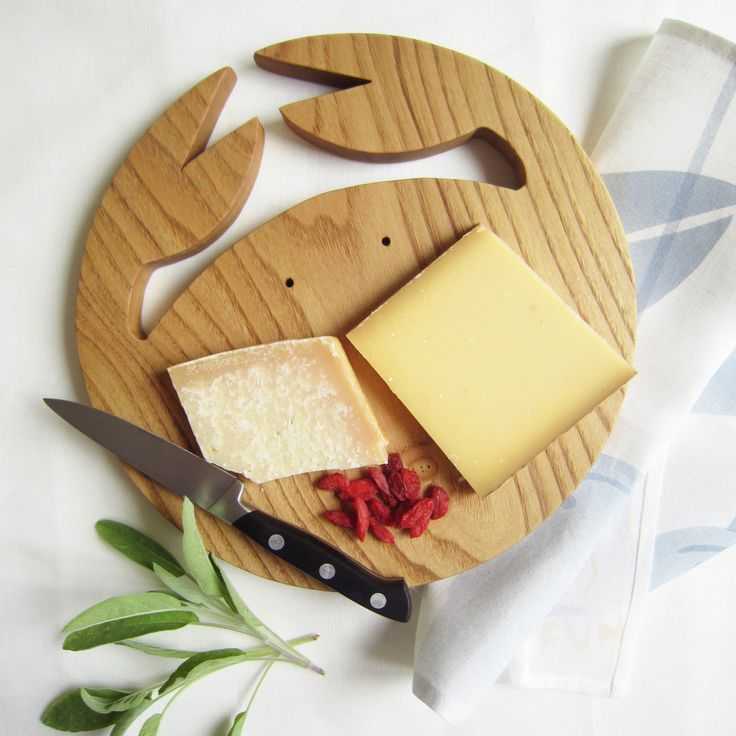 Sprayfun Studio creates #authentic #woodboards #choppingboards #cheeseplates , shop the #collection online #sprayfun #sprayfundecor #sprayfunstudio #sprayfun.fr