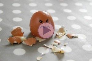 Un jeune homme lance un œuf sur sa mère durant un an