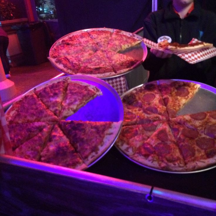 We were at Carnivale at Warner Bros Movieworld. Great night with heaps to see but also filled with great food stalls serving New Orleans styled food. Only managed to get a picture of the pizzas as ...