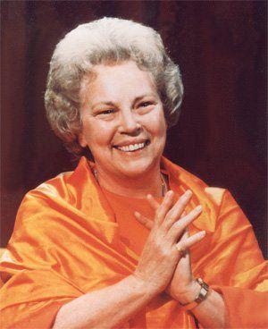 """Vamos celebrar o mês das mães homenageando Sri Daya Mata, com leituras do livro No Silêncio do coração e cantos devocionais. Sri Daya Mata, cujo nome em sânscrito significa ''Mãe de Compaixão'', foi discípula direta de Paramahansa Yogananda, e é a nossa homenageada do mês, como representante da Mãe divina. Entrada franca. Informações pelo telefone:...<br /><a class=""""more-link"""" href=""""https://catracalivre.com.br/geral/urbanidade/barato/tributo-a-sri-daya-mata/"""">Continue lendo »</a>"""
