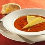 Crème de tomate garnie de Le coureur des bois fondant et de miel - Recettes - Fromages d'ici