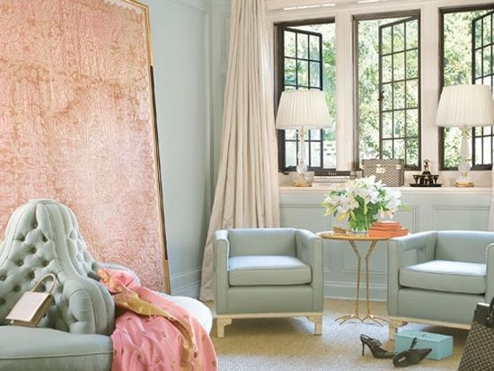 mintgrün wandfarbe sessel sofa rosa akzent an der wand