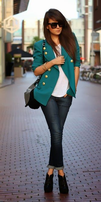 Adorable blazer, white shirt, black sunglasses and jeans for fall