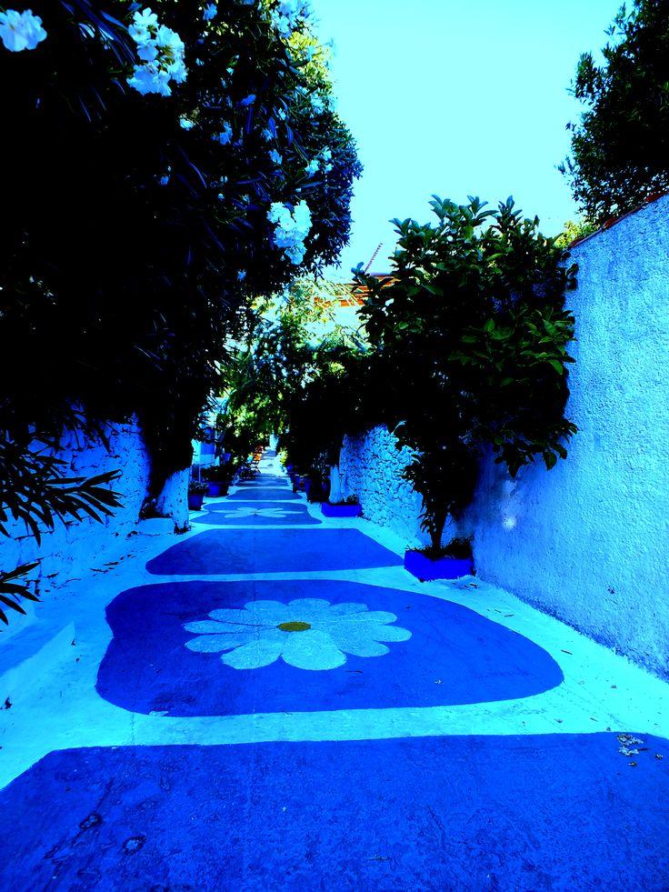 Mavi sokak Samos Pİtagore.