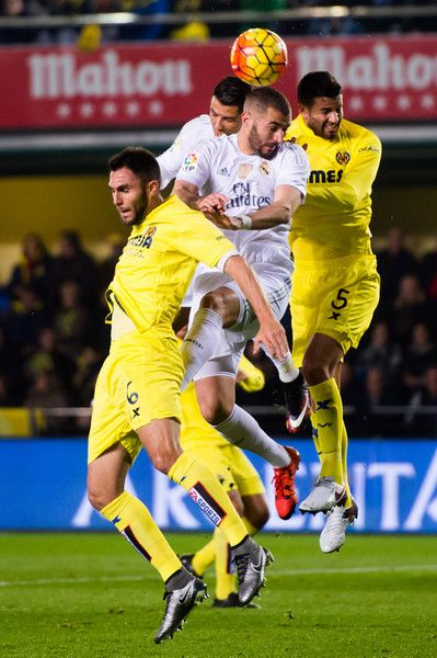 Mateo Pablo Musacchio Photos Photos - Victor Ruiz (L) and Mateo Pablo Musacchio (R) of Villarreal CF fight for the ball with Cristiano Ronaldo (CL) and Karim Benzema (CR) of Real Madrid CF during the La Liga match between Villarreal CF and Real Madrid CF at El Madrigal on December 13, 2015 in Villarreal, Spain. - Villarreal CF v Real Madrid CF - La Liga