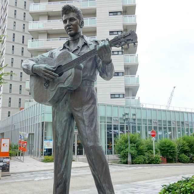 """– Mika no sekai - Japan: """"Any fans of Elvis Presley there? If you like him and you are in Kobe now or plan to go there, you…"""""""