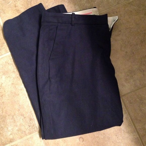 J Crew Factory Tencel Pant in Navy Navy Tencel pant in size 10. These run big and definitely have a straight leg fit that is cropped with a split hem at the bottom. The material is super soft and they make great pants for work. Wore them once and I just swam in them. J.Crew Factory Pants Trousers