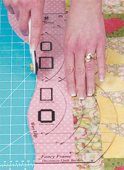 scalloped edge quilt tutorial from: Quilt Taffy.   I have this wave ruler.........Really want to do this on a quilt......