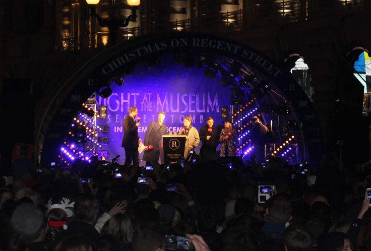 Take That switch on the #RegentStreet #Christmas Lights.