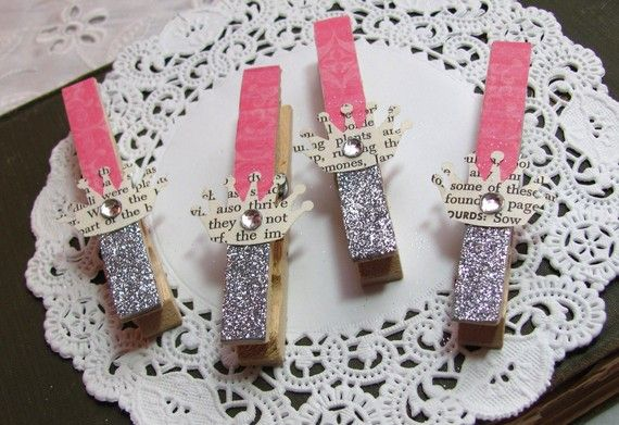Papered and Glittered Clothespins in Hot Pink di fabulousfinds