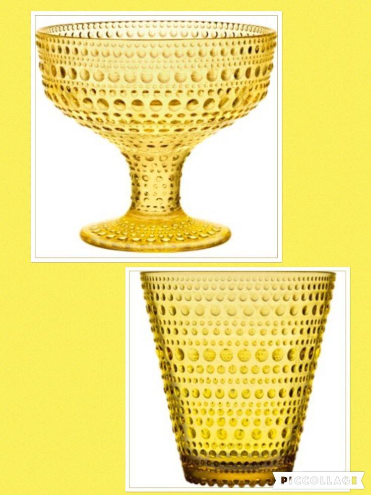 Iittalan Kastehelmi -sarjaa keltaisena, esim. jalallinen kulho tai juomalasit