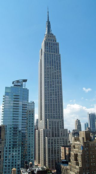 Empire State Building in New York, NY - 381 m
