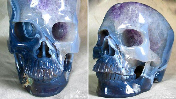 Esculpido+em+pedra+preciosa,+esse+crânio+tem+o+mesmo+tamanho+que+o+seu