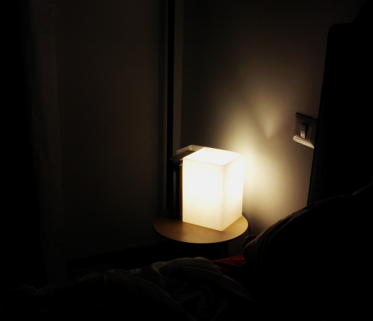 #light #book #lamp #designtrasparente #design #plexiglas #acrylic  Lampada da comodino in plexiglass.