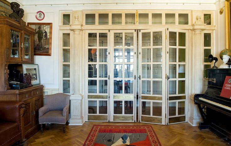 The idea of creating a Stalinist-era interior took shape as the owner knocked down the walls that divided the apartment into small, dark rooms, revealing its original generous proportions, a hallmark of 1930s Russian Art Deco.