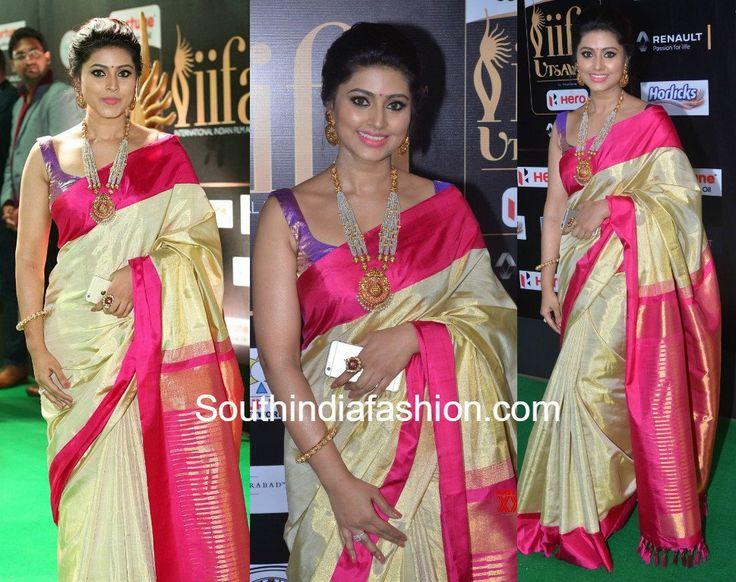 Sneha Prasanna in a gold Kanjeevaram saree