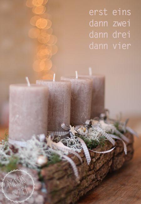 Craft idea: Cute Christmas wreath /// Verspielter Adventskranz #Rinde #Weihnachten #Moos #Bastelidee