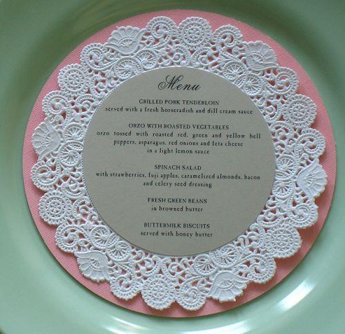 DIY mariage menu napperons de dentelle
