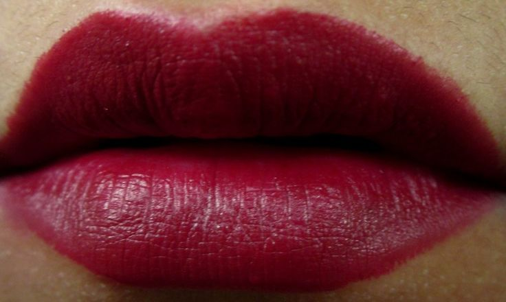 MAC Diva Lipstick Review and Swatches (4)