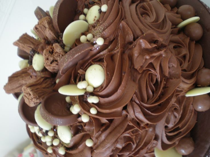 Chocolate rose swirl cake. Chocolate on Chocolate what more could you want www.kitchenfairiesleeds.co.uk